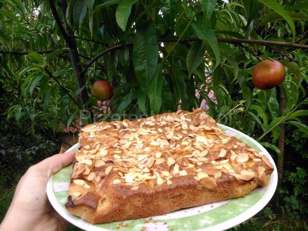złote ciasto z brzoskwiniami