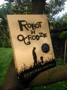 Robot w ogrodzie Deborah Install