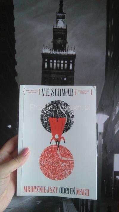 Mroczniejszy odcień magii V Schwab