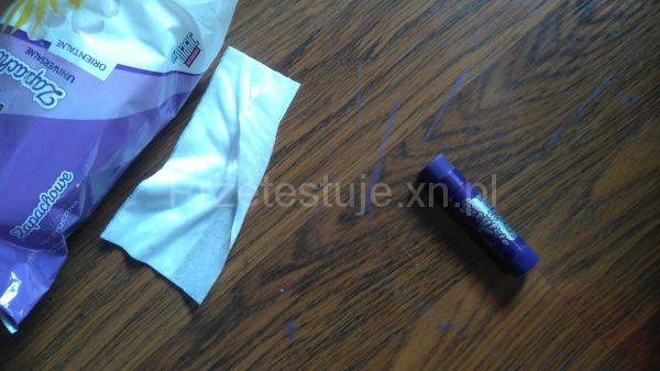 jak usunąć farbę z podłogi