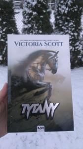 Victoria Scott Tytany