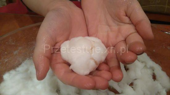 eksperyment sztuczny śnieg z podpaski 2