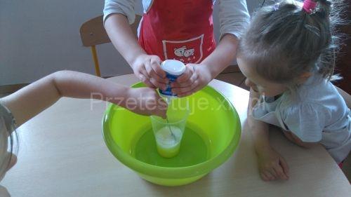 produkcja słoniowej pasty do zębów