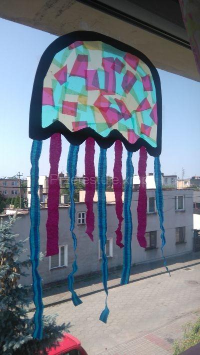 meduza w oknie