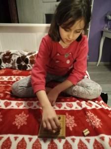 Nadia gra w kółko i krzyżyk 2